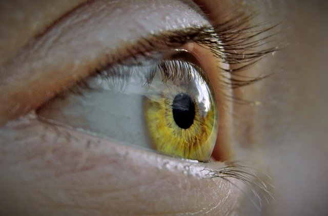 czym przemywać oczy